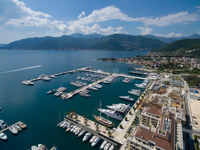 Εναέρια άποψη του Πόρτο Μαυροβούνιο Πόλη Tivat στοκ φωτογραφία