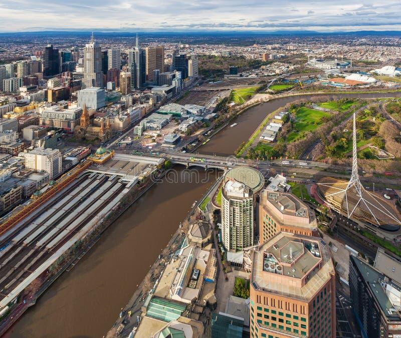 Εναέρια άποψη του σταθμού τρένου Flinders και του κέντρου τεχνών σε Melbour στοκ εικόνες
