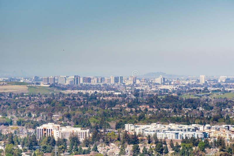 Εναέρια άποψη του στο κέντρο της πόλης San Jose μια σαφή ημέρα, Σίλικον Βάλεϊ, Καλιφόρνια στοκ εικόνα με δικαίωμα ελεύθερης χρήσης