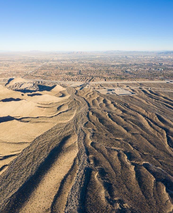 Εναέρια άποψη του συγκροτήματος ερήμων και κατοικιών στο Λας Βέγκας στοκ φωτογραφίες