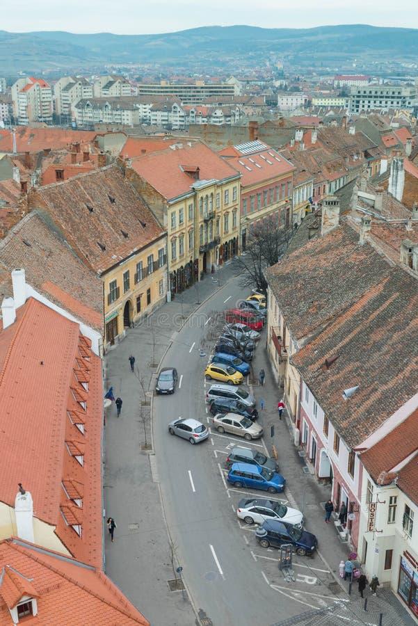 Εναέρια άποψη του Sibiu και ενός δρόμου με έντονη κίνηση στοκ εικόνες