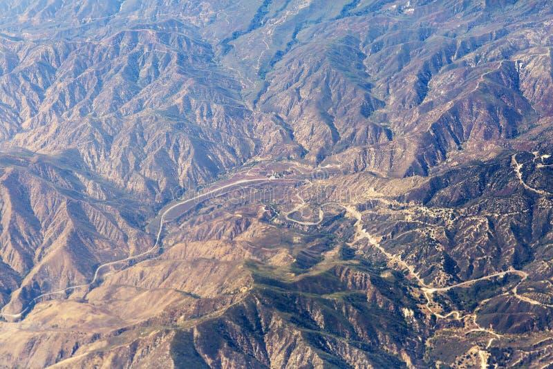 Εναέρια άποψη των βουνών του Λος Άντζελες στοκ φωτογραφία με δικαίωμα ελεύθερης χρήσης