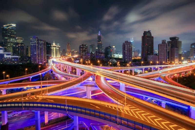 Εναέρια άποψη των εθνικών οδών στη Σαγκάη κεντρικός, Κίνα Οικονομικά περιοχή και εμπορικά κέντρα στην έξυπνη πόλη στην Ασία Τοπ ά στοκ εικόνες