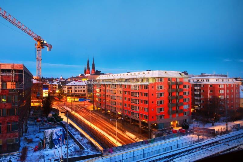 Εναέρια άποψη των ιστορικών κτηρίων στην Ουψάλα, Σουηδία στην ανατολή Δρόμος νύχτας στοκ φωτογραφία με δικαίωμα ελεύθερης χρήσης