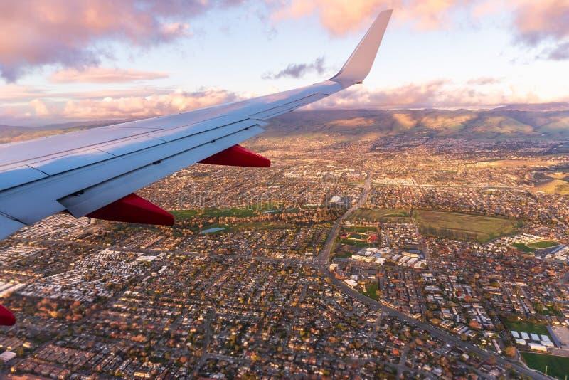 Εναέρια άποψη των κατοικιών στο ηλιοβασίλεμα, Σαν Χοσέ, νότια περιοχή του κόλπου του Σαν Φρανσίσκο, Καλιφόρνια στοκ εικόνα