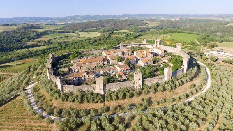 Εναέρια άποψη Beautiul Monteriggioni, μεσαιωνική πόλη της Τοσκάνης επάνω στοκ εικόνα