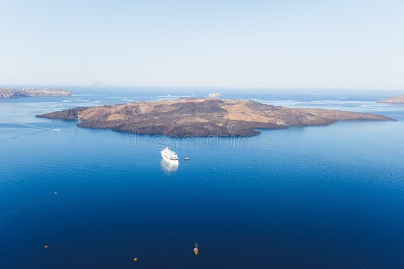 Εναέρια άποψη caldera του αρχαίου ηφαιστειακού κρατήρα, Santorini, νησιά, Ελλάδα στοκ εικόνες με δικαίωμα ελεύθερης χρήσης