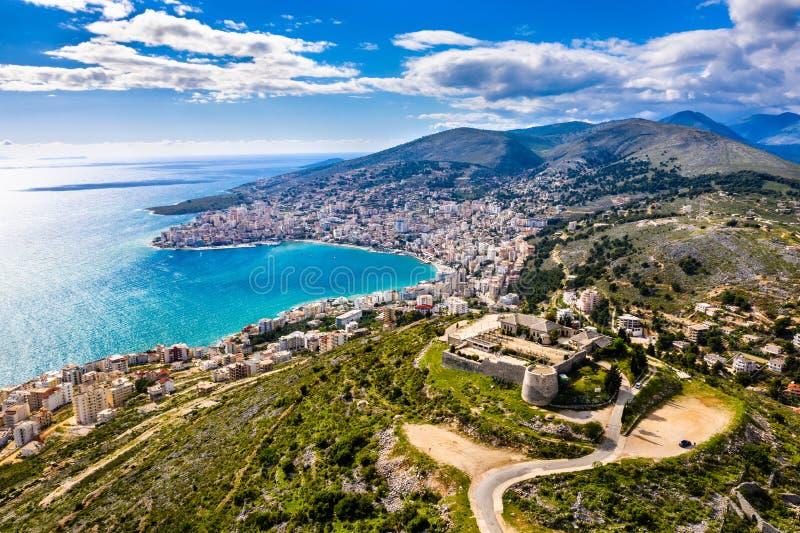 Εναέρια άποψη Lekuresi Castle σε Saranda, Αλβανία στοκ φωτογραφίες