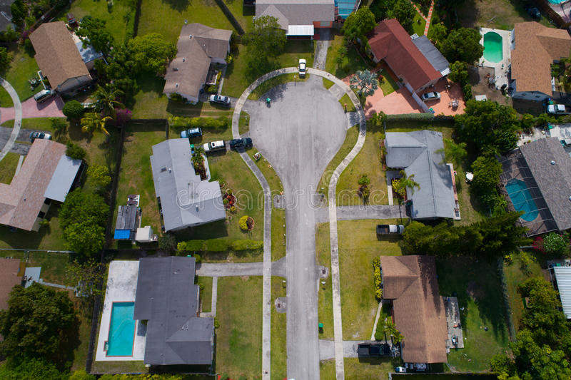 Εναέρια εικόνα ενός αδιεξόδου σε μια κατοικημένη γειτονιά στοκ εικόνα
