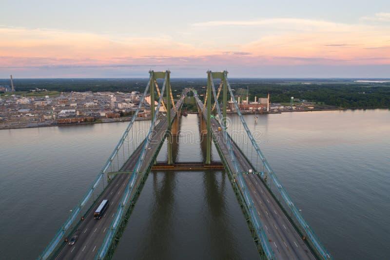 Εναέρια εικόνα κηφήνων της αναμνηστικής γέφυρας του Ντελαγουέρ στοκ εικόνες