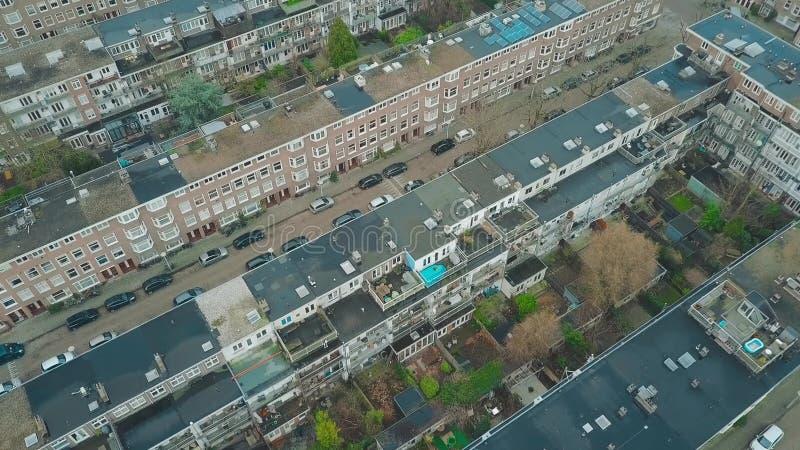 Εναέρια κάτω άποψη στις πολυκατοικίες και τους εσωτερικούς κήπους και τα προαύλια στο Άμστερνταμ, Κάτω Χώρες στοκ εικόνα