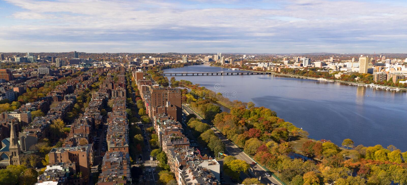 Εναέρια μάζα του Καίμπριτζ ποταμών του Charles γεφυρών της Βοστώνης άποψης στραμμένη προς το νότο στοκ φωτογραφία με δικαίωμα ελεύθερης χρήσης