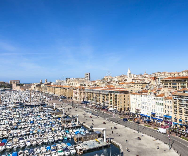 Εναέρια πανοραμική άποψη σχετικά με τον παλαιό λιμένα στη Μασσαλία στοκ εικόνα