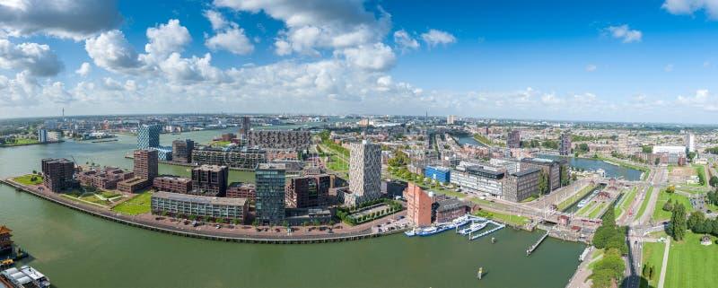 Εναέρια πανοραμική άποψη του λιμανιού του Ρότερνταμ στοκ εικόνα