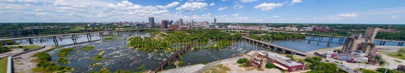 Εναέρια πανοραμική εικόνα στο κέντρο της πόλης Ρίτσμοντ Βιρτζίνια και James Rive στοκ εικόνα με δικαίωμα ελεύθερης χρήσης