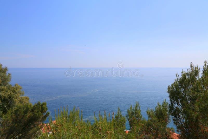 Εναέρια προοπτική της θάλασσας, του φάρου και της Νίκαιας από το απόρριμμα στοκ φωτογραφίες