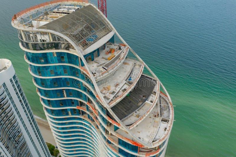 Εναέρια φωτογραφία η ηλιόλουστη παραλία νησιών κατοικιών Ritz Carlton στοκ φωτογραφία με δικαίωμα ελεύθερης χρήσης