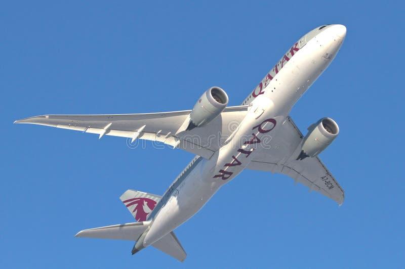 Εναέριοι διάδρομοι Boeing 787-8 Dreamliner του Κατάρ στοκ φωτογραφία
