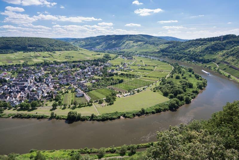 Εναέριος ποταμός Μοζέλλας άποψης κοντά σε Punderich, Γερμανία στοκ εικόνα