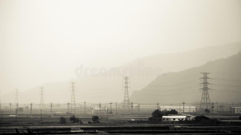 Εναέριο ηλεκτροφόρο καλώδιο κατά μήκος των μεγάλων αποστάσεων στοκ φωτογραφίες με δικαίωμα ελεύθερης χρήσης
