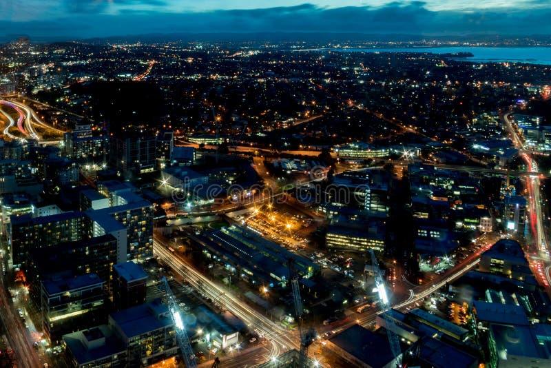 Εναέριο πανόραμα άποψης νύχτας του Ώκλαντ στοκ φωτογραφία με δικαίωμα ελεύθερης χρήσης