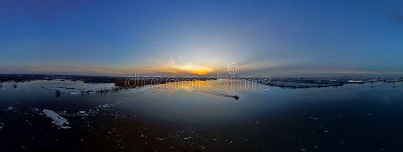 Εναέριο πανόραμα ηλιοβασιλέματος άποψης στοκ εικόνες