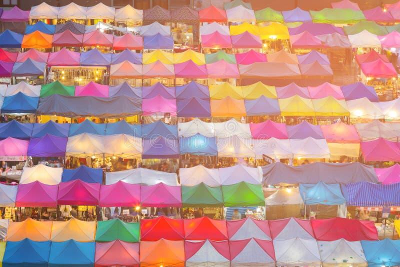 Εναέριο πολλαπλάσιο χρώμα αγοράς νύχτας άποψης στοκ φωτογραφία