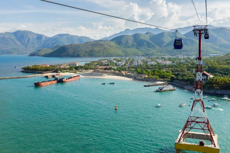 Εναέριο τελεφερίκ πέρα από τον ωκεανό σε Nha Trang, Βιετνάμ στοκ φωτογραφία με δικαίωμα ελεύθερης χρήσης