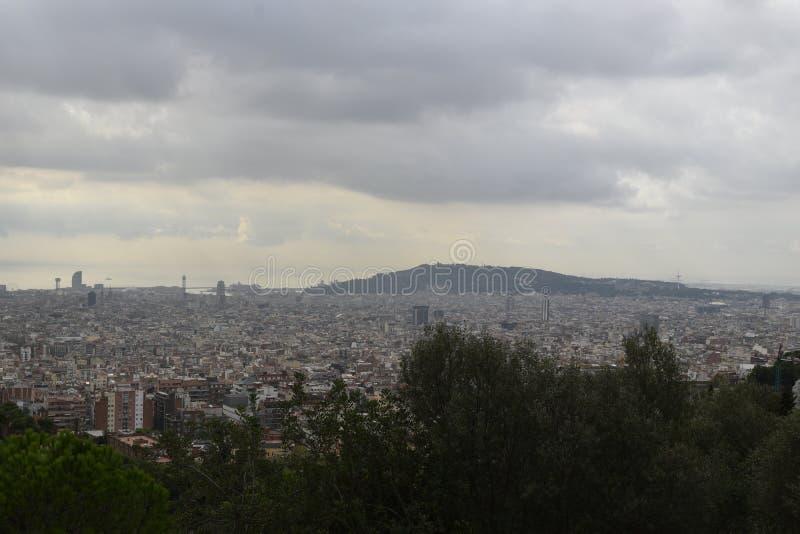 εναέριο tibidabo οριζόντων βουνών πόλεων της Βαρκελώνης προς την όψη στοκ φωτογραφία με δικαίωμα ελεύθερης χρήσης