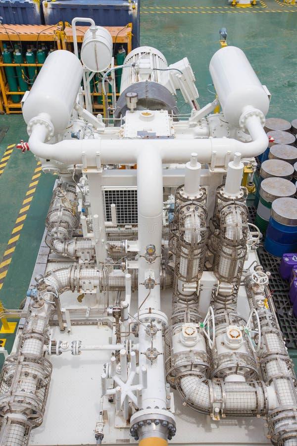 Εναλλάσσοντας τύπος συμπιεστών αερίου συμπληρωματικός στην παράκτια πλατφόρμα πετρελαίου και φυσικού αερίου στοκ εικόνα