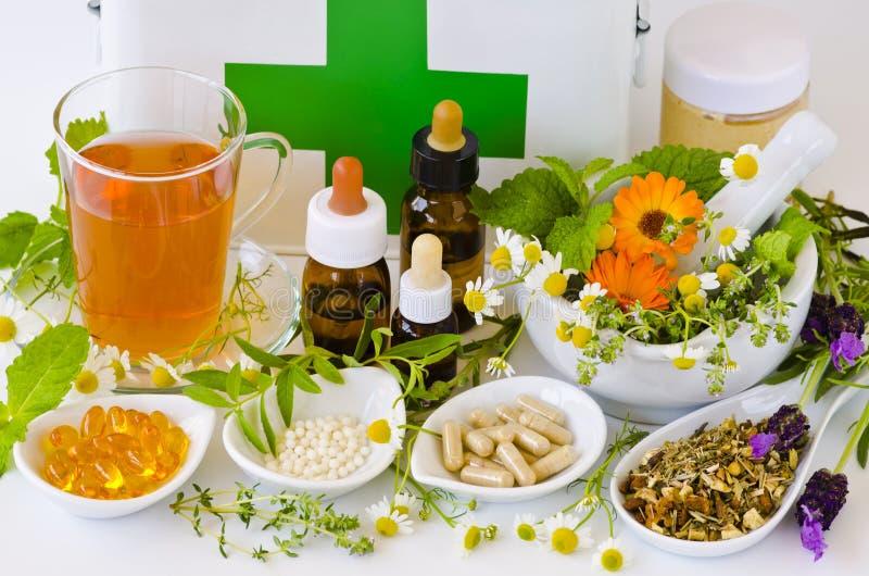 εναλλακτικός δίσκος biloba λουτρών μπαμπού ginkgo items medicine spa Βοτανική θεραπεία ιατρικά φυτά στοκ εικόνες