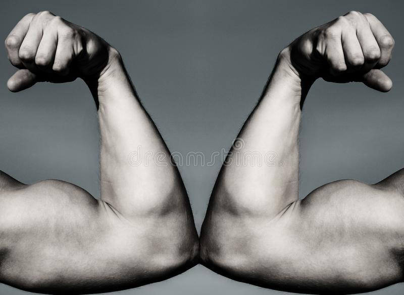 ΕΝΑΝΤΙΟΝ Πάλη σκληρή ταινία μέτρου υγείας έννοιας μήλων Χέρι, βραχίονας ατόμων, μυϊκό χέρι πυγμών εναντίον του ισχυρού χεριού Αντ στοκ φωτογραφίες με δικαίωμα ελεύθερης χρήσης
