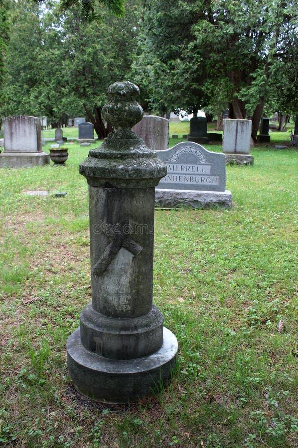Ενδιαφέρουσες οικογενειακές ταφόπετρες που πτυχώνονται στις γωνίες της ιδιοκτησίας, νεκροταφείο Greenridge, Saratoga Springs, Νέα στοκ εικόνες με δικαίωμα ελεύθερης χρήσης