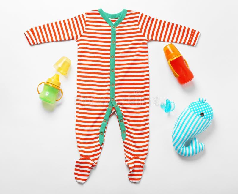 Ενδύματα μωρών και necessitie στοκ φωτογραφίες με δικαίωμα ελεύθερης χρήσης