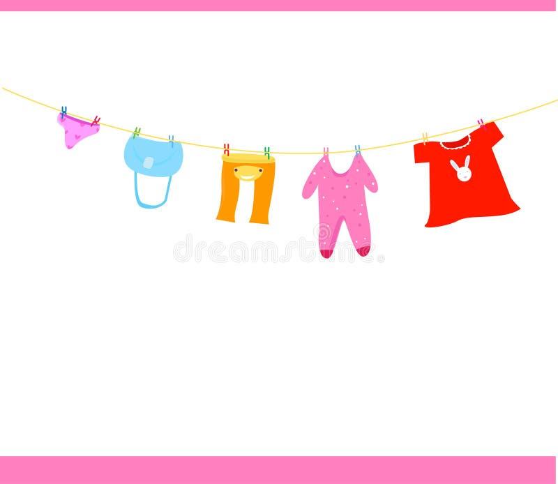 Ενδύματα μωρών σε μια σκοινί για άπλωμα ελεύθερη απεικόνιση δικαιώματος
