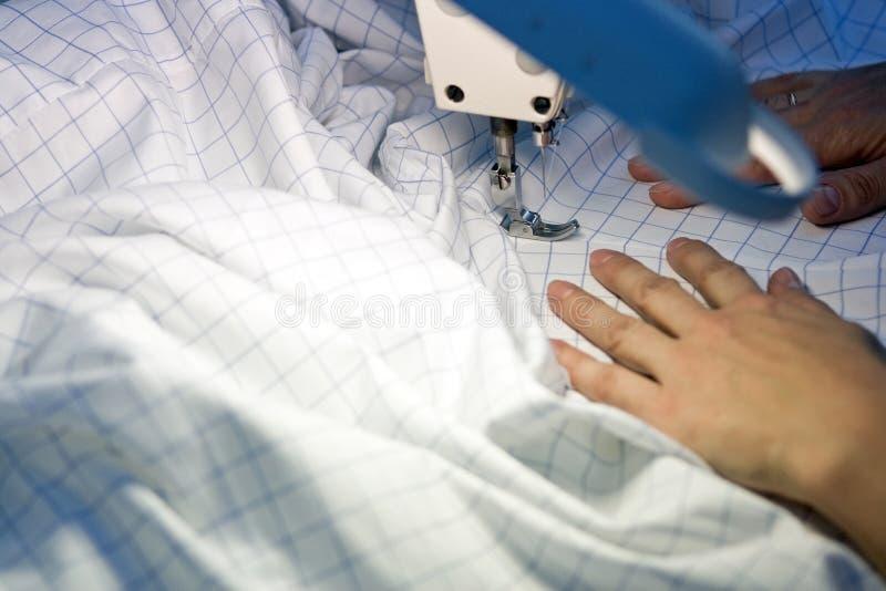 ενδύματα που επισκευάζουν το ράφτη στοκ εικόνα