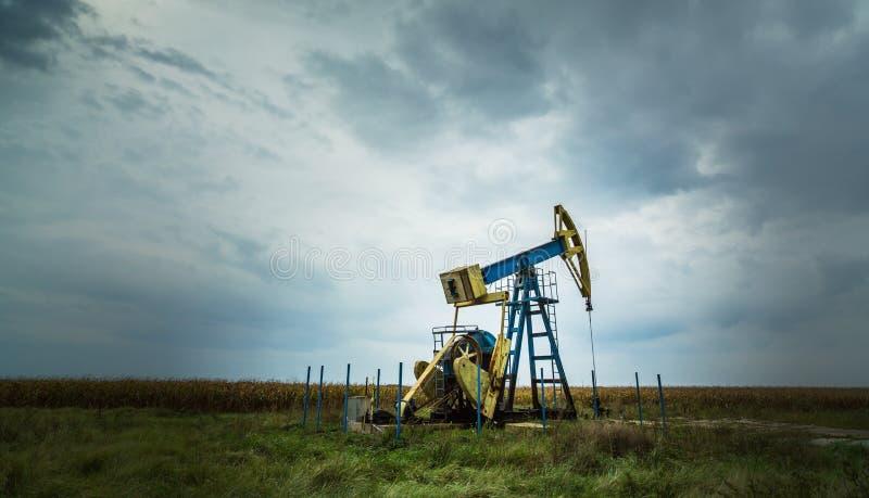Ενεργά πετρέλαιο και φυσικό αέριο καλά στοκ εικόνες με δικαίωμα ελεύθερης χρήσης