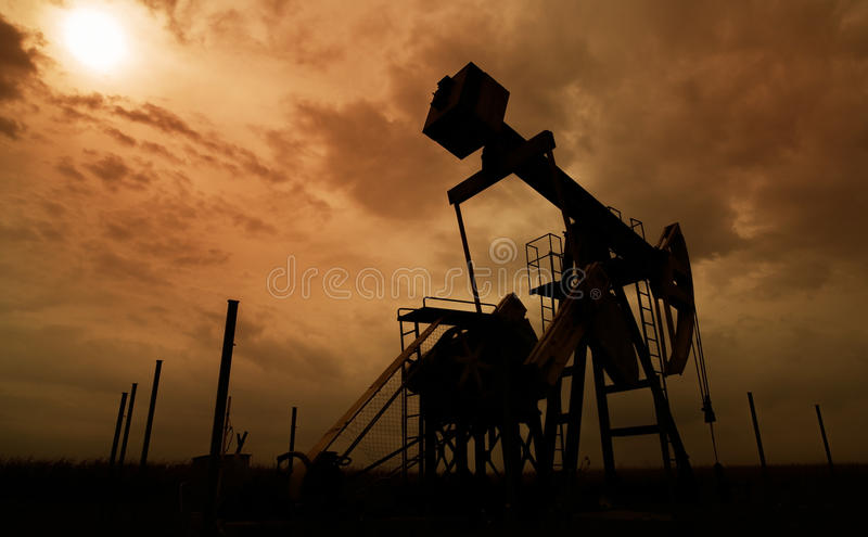 Ενεργά πετρέλαιο και φυσικό αέριο καλά στοκ εικόνες