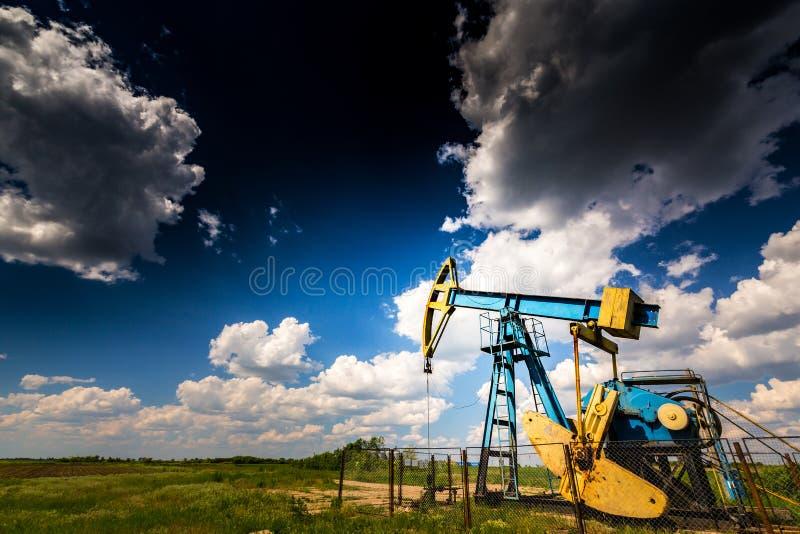 Ενεργά πετρέλαιο και φυσικό αέριο καλά στοκ φωτογραφίες με δικαίωμα ελεύθερης χρήσης