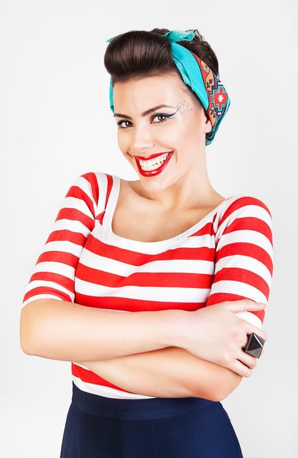 Ενεργητική όμορφη χαμογελώντας γυναίκα στοκ εικόνες