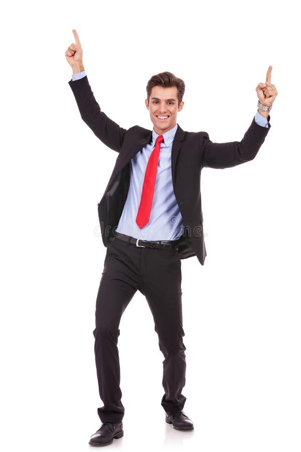 Ενεργητικό νέο επιχειρησιακό άτομο που απολαμβάνει την επιτυχία στοκ εικόνα με δικαίωμα ελεύθερης χρήσης