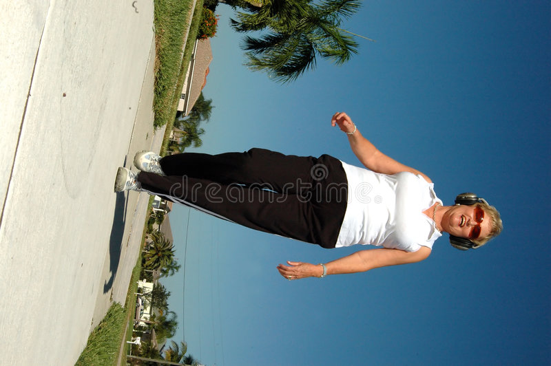 ενεργό ανώτερο περπάτημα στοκ φωτογραφία με δικαίωμα ελεύθερης χρήσης