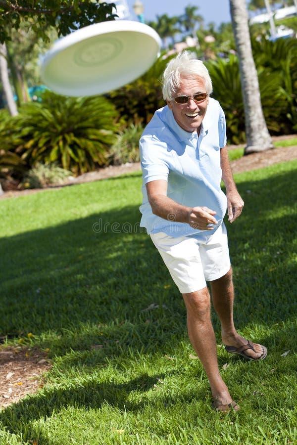 ενεργό ευτυχές άτομο frisbee έξ&omeg στοκ εικόνες με δικαίωμα ελεύθερης χρήσης