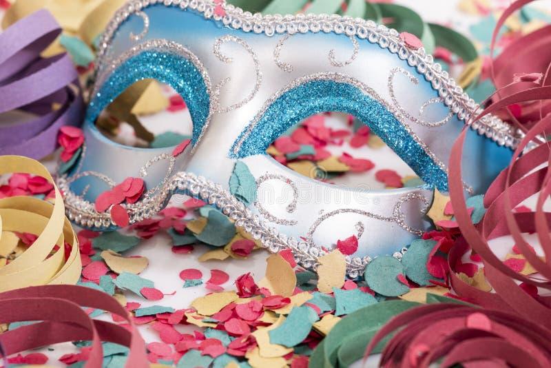 Ενετική μάσκα με το κομφετί στοκ εικόνα με δικαίωμα ελεύθερης χρήσης