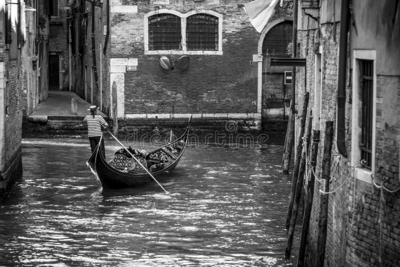 Ενετικός gondolier στη Βενετία Ιταλία o στοκ φωτογραφία με δικαίωμα ελεύθερης χρήσης