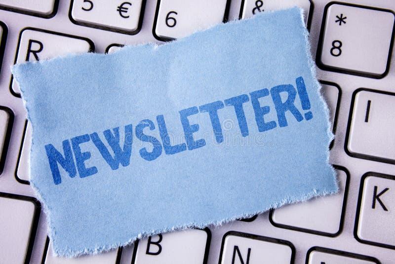 Ενημερωτικό δελτίο κειμένων γραψίματος λέξης κινητήρια κλήση Επιχειρησιακή έννοια για το δελτίο που στέλνεται περιοδικά στα μέλη  στοκ φωτογραφίες με δικαίωμα ελεύθερης χρήσης