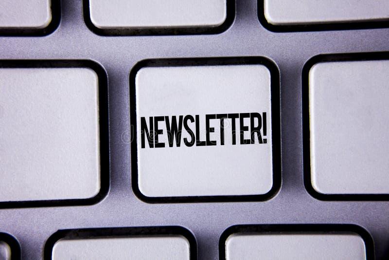 Ενημερωτικό δελτίο κειμένων γραψίματος λέξης κινητήρια κλήση Επιχειρησιακή έννοια για το δελτίο που στέλνεται περιοδικά στα μέλη  στοκ εικόνες με δικαίωμα ελεύθερης χρήσης