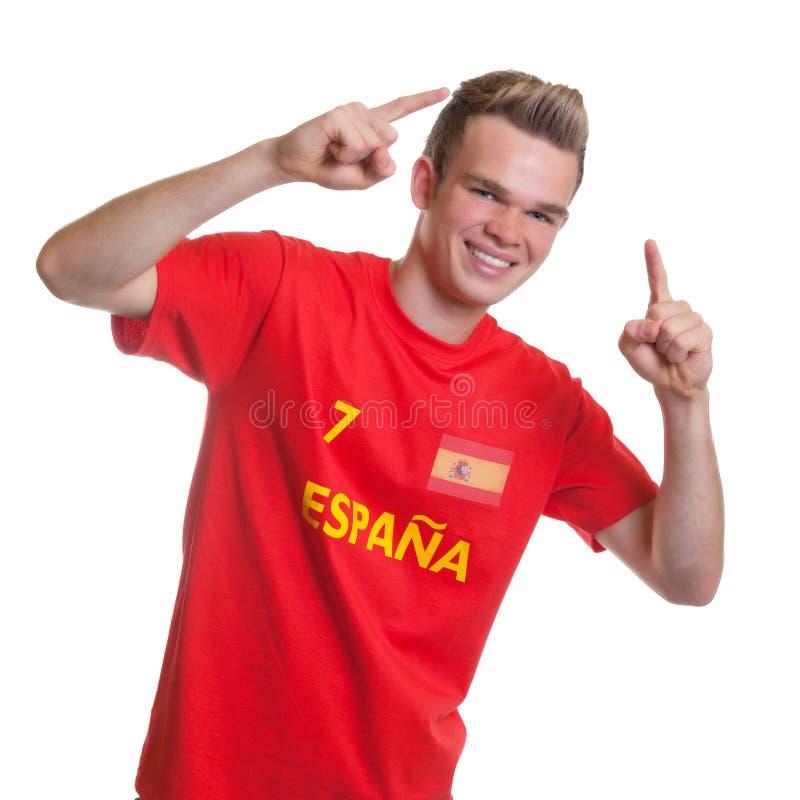 Ενθαρρυντικός ισπανικός ανεμιστήρας ποδοσφαίρου με τα ξανθά μαλλιά στοκ εικόνες