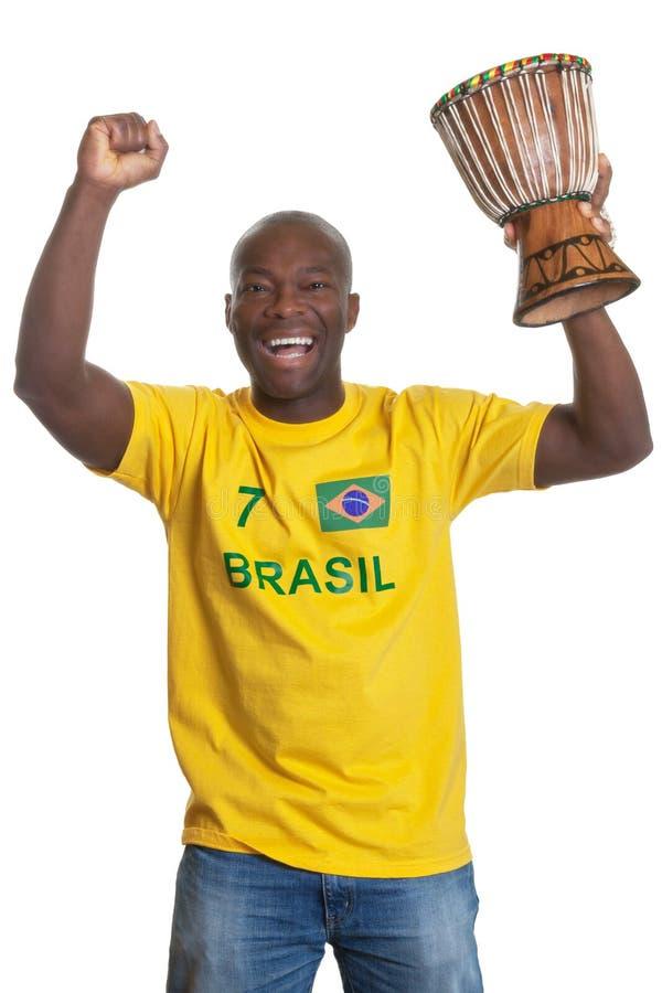 Ενθαρρυντικό άτομο από τη Βραζιλία με το τύμπανο στοκ εικόνες