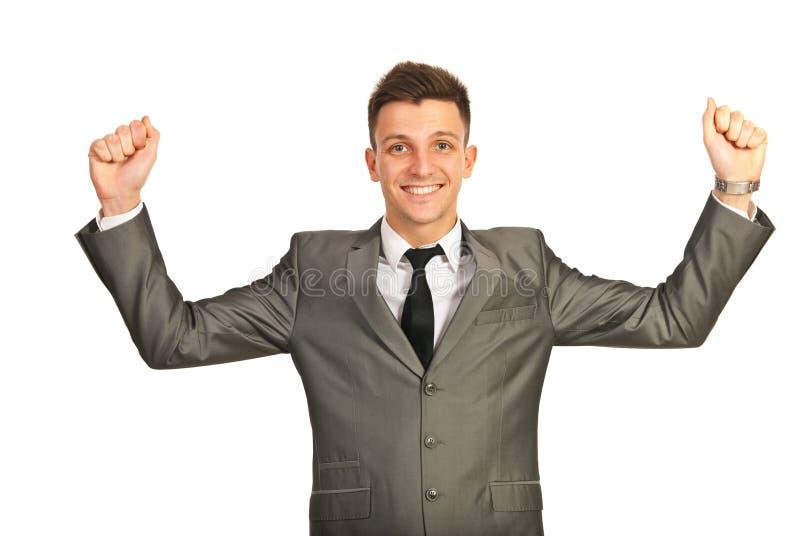 Ενθαρρυντικό επιτυχές επιχειρησιακό άτομο στοκ εικόνα με δικαίωμα ελεύθερης χρήσης